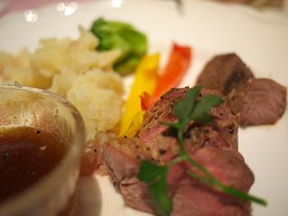 フレッシュラム肉のおつまみステーキ