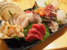 貝と魚の刺身盛り合わせ
