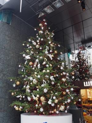 山野楽器 銀座本店のクリスマスツリー