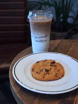 ESPRESSO HOUSEのカフェラテとチョコチップクッキー
