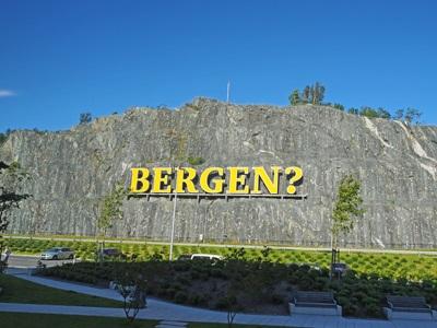 ベルゲン空港前のサイン